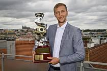 Záložník Tomáš Souček převzal 14. července 2021 v Praze trofej pro vítěze novinářské ankety Zlatý míč o nejlepšího českého fotbalistu sezony.