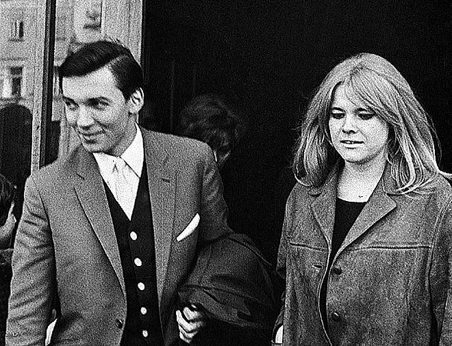 Hvězdy 60. let. S Evou Pilarovou se Karel Gott setkal už v angažmá u Karla Krautgartnera