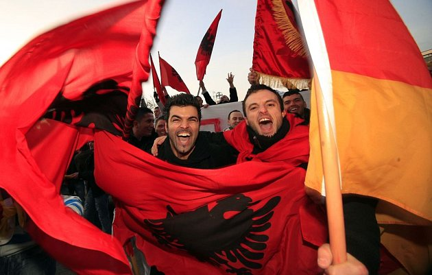 Kosovští Albánci bouřlivě slaví nezávislost.