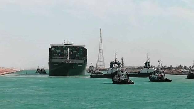 Kontejnerovou loď Ever Given, která téměř týden blokovala Suezský průplav, se 29. března 2021 podařilo uvolnit