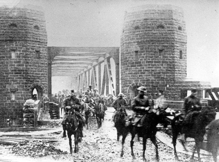 Poprvé přešli američtí vojáci přes Ludendorffův most v roce 1918