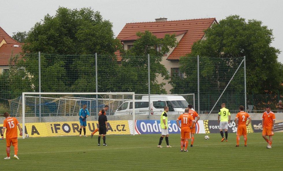 Můj fotbal živě:  Dolní Břežany  -  Zlatníky. Tomáš Pata, domácí kapitán a vedoucí týmu české reprezentace, proměnil penaltu.