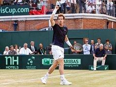 Hrdina. Andy Murray dotáhl Velkou Británii do semifinále Davis Cupu