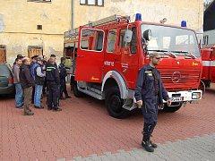 Hasiči z Velichova dostali zánovní hasičské vozidlo z Německa.