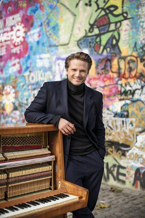 Zpěvák a pianista Ondřej Brzobohatý