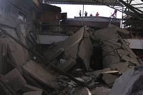 Zřícená budova v čínském městě Siang-fen, 29. srpna 2020