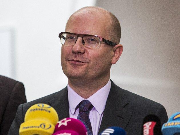 Jednání Sněmovny o vyslovení nedůvěry vládě proběhlo 26. května v Praze.