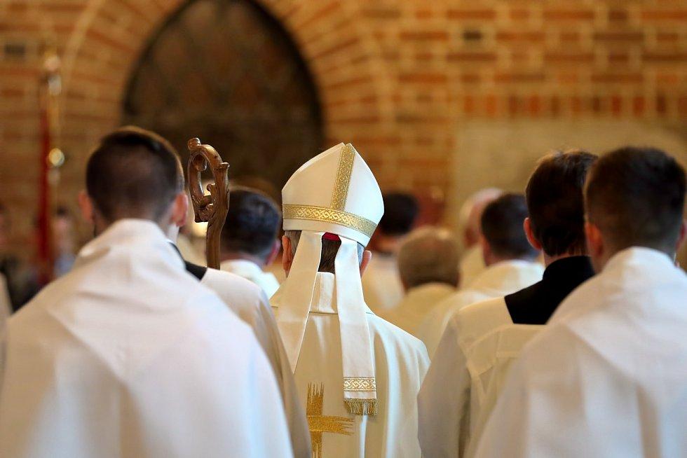 Celibát byl mezi kněžími dlouho tabuizován, dnes se o něm začíná hovořit i vrámci církve.
