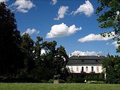 108 500 ZLATÝCH.Tolik zaplatil za zámek v roce 1732 Josef hrabě ze Schönfeldu. Po něm tu byly bezmála 200 let pány Auespergové.