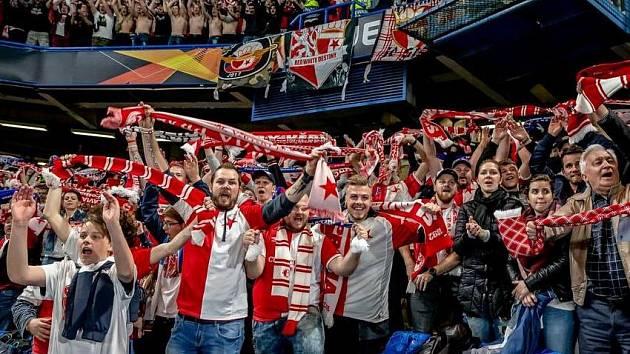 Fanoušci Slavie při zápase s Chelsea. Ilustrační snímek