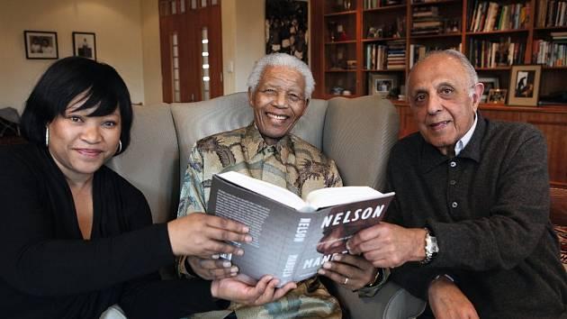 Zindzi Mandela, Nelson Mandela a Ahmed Kathrada