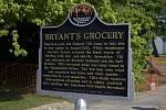 Pamětní cedule připomínající místo, kde pracovala Carolyne Bryantová