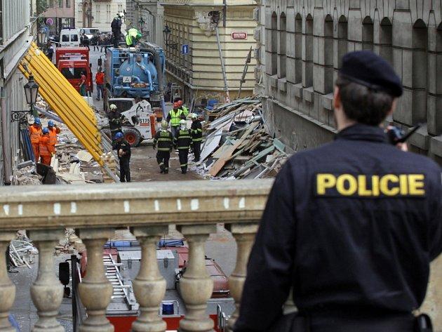 Po výbuchu plynu v Divadelní ulici a okolí.