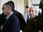 Alí Fajád (vlevo), Faouzi Jaber (uprostřed) a Chálid Marabi chtěli podle obžaloby prodat zbraně a drogy v přepočtu za 160 milionů korun americkým agentům předstírajícím, že jsou členy kolumbijské teroristické organizace.