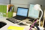 Kancelář, počítač - ilustrační foto