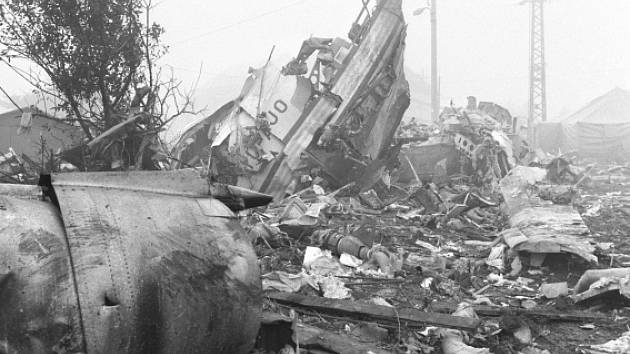 Havárie jugoslávského dopravního letadla typu DC-9 na lince Tivat-Praha v blízkosti letiště Praha-Ruzyně (Suchdol).