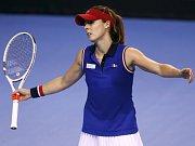 Alizé Cornetová ve finále Fed Cupu proti České republice.