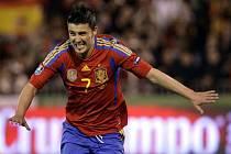 Španělský kanonýr David Villa slaví gól proti České republice.