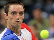 Viktor Troicki returnuje v semifinále Davis Cupu proti České republice.