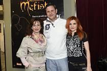 SHOW. Zleva: Dita Hořínková, Michal Novotný a Iva Marešová.
