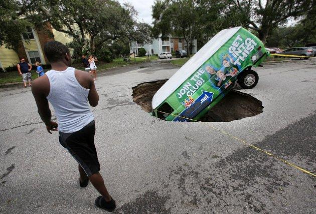 Podemletá silnice – následek hurikánu Irma