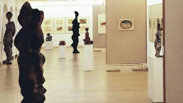 Západočeská galerie v Plzni uspořádala výstavu sochaři Františkovi Pacíkovi.
