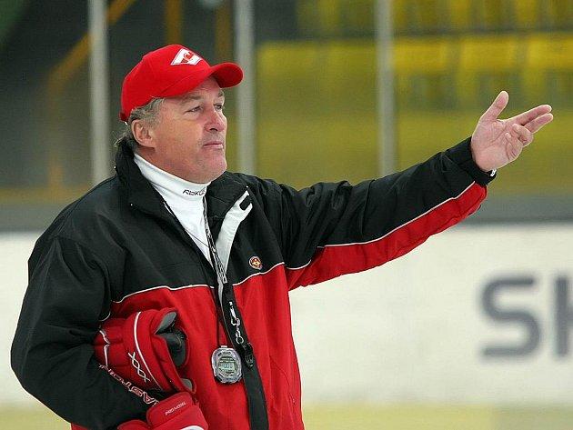 Hokejový trenér Miloš Říha.