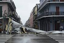 Střecha zničená hurikánem Ida vNew Orleans.