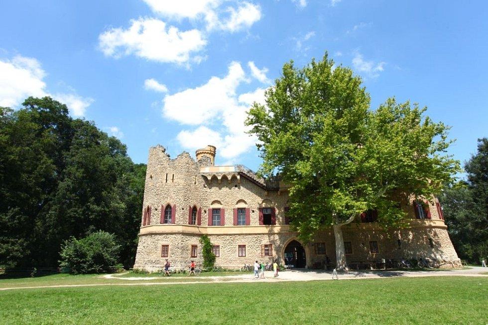 Janův hrad se stavěl jako obyvatelná zřícenina.