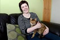 Lynne Peartová se svou kočkou Molly.