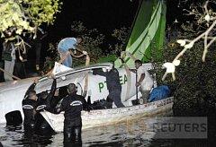 Záchranný tým na místě pádu letadla EMB-110, které spadlo do řeky Manacapuru, skoro 100 km od města Manaus.