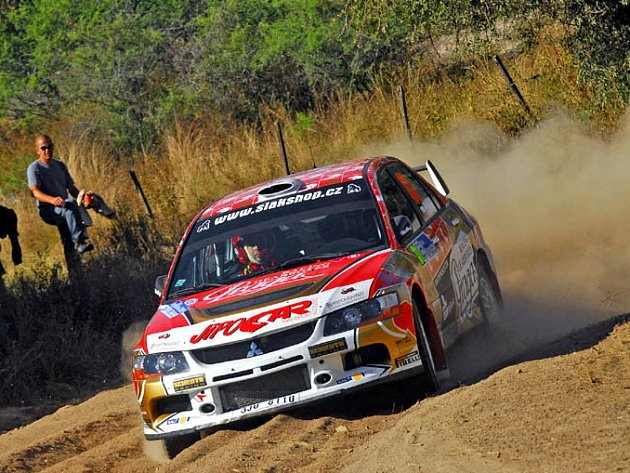 Martin Prokop se svým Mitsubishi na trati Argentinské rallye, ze které byl po první etapě vyloučen.