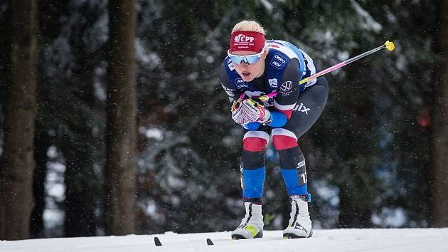Kateřina Janatová ve stíhacím závodě žen na 10 km klasicky v rámci Světového poháru v běhu na lyžích.