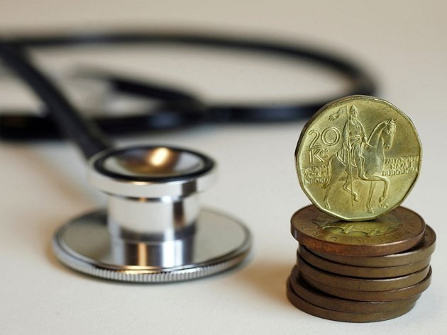 Děti a mládež do osmnácti let už brzo nejspíš při návštěvě lékaře i při nákupu léků ušetří. Senátoři totiž ve středu schválili, že nebudou platit zdravotní regulační poplatky. Jejich plošné zrušení zamítli.