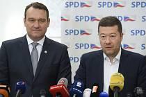 Místopředseda SPD Radim Fiala (vlevo) a předseda Tomio Okamura