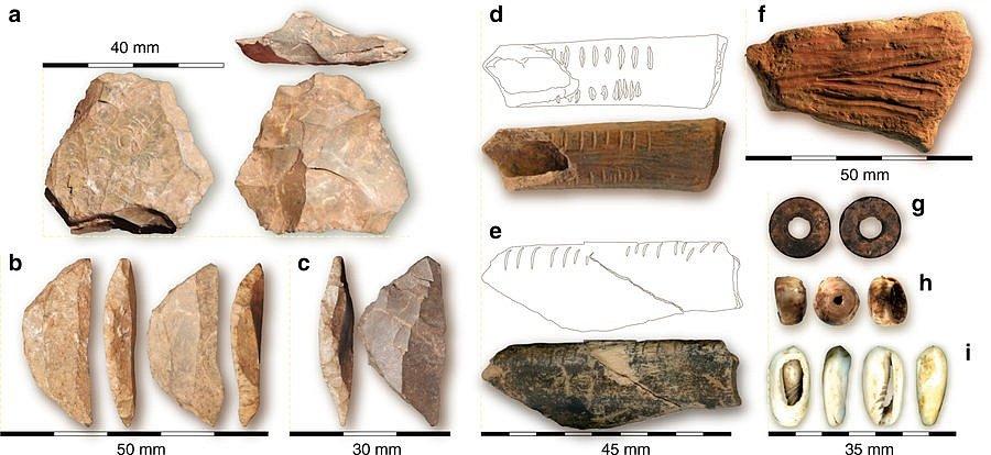 V jeskyni se našly také kamenné nástroje, ležící ve stejné archeologické vrstvě jako ostatky dítěte