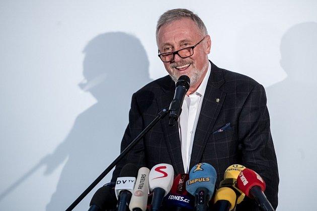 Mirek Topolánek oznámil 7. listopadu v Praze svoji kandidaturu na prezidenta republiky