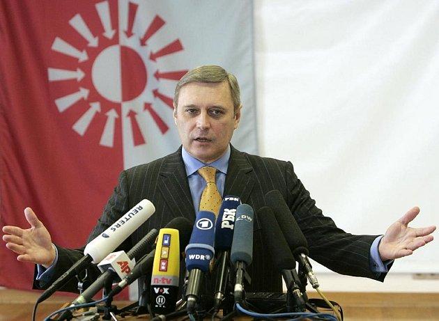 K regulerním volbám nebyl připuštěn oponent politiky Kremlu a někdejší premiér Michail Kasjanov