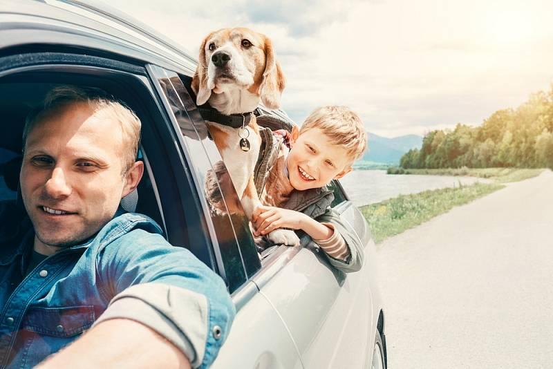 Automobil je je oblíbeným prostředkem pro cesty na dovolenou.