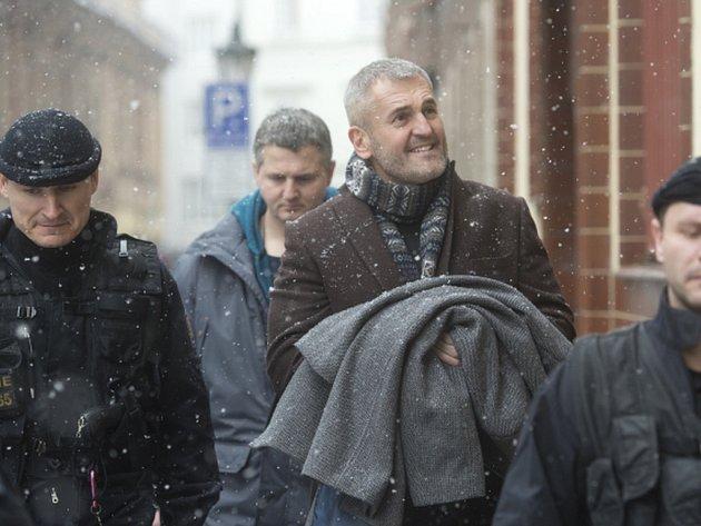 Pardubický okresní soud uvalil vazbu i na podnikatele Petra Sisáka.