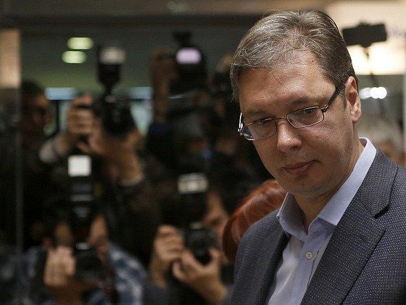 Designovaný srbský premiér Aleksandar Vučić zrušil svou návštěvu Bruselu a schůzku s americkými představiteli.