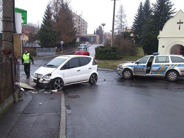 V Ostravě se střílelo. Na výzvy policistů k zastavení nereagoval řidič bílého mercedesu. Po honičce jej zastavily až výstřely policistů, později se ukázalo, že řidič převážel pervitin.