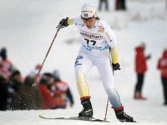 Favorizovaná Švédka Charlotte Kallaová potvrdila doma výtečnou formu a druhé Norce Marit Björgenové nadělila propastných 25 vteřin.