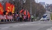 Kolona s čínským prezidentem Si Ťin-pchingem projíždí 28. března Evropskou ulicí v Praze.