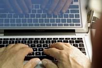 Počítač, notebook, internet - ilustrační foto