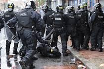 V Severním Irsku se protestantské pochody konají každoročně v jarních a letních měsících a často končí násilím.