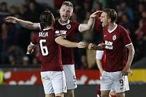 Jakub Brabec (uprostřed) a jeho radost z gólu v derby