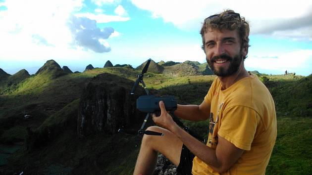 Michal Guzi na vrcholu kopce Osmena Peak v jižní části ostrova Cebu