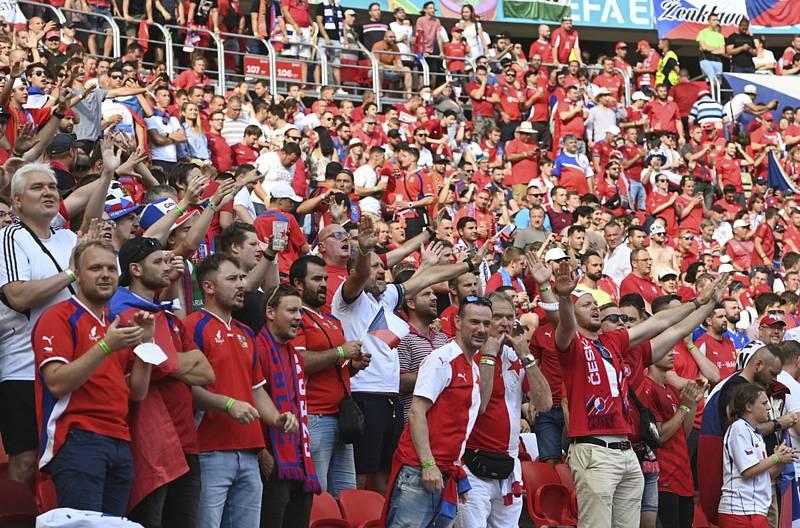 Čeští fanoušci sledovali v Budapešti utkání osmifinále mistrovství Evropy ve fotbale.