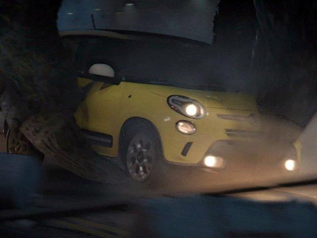 Fiat 500L v reklamě s Godzillou.